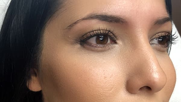 Image of a lady's eyes before permanent eyebrows