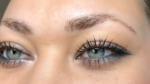 Image of eyes before using eyeliner and permanent eyebrows