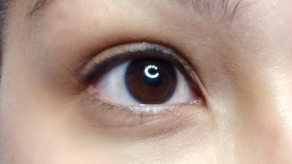 Image of an eye without applying eyeliner