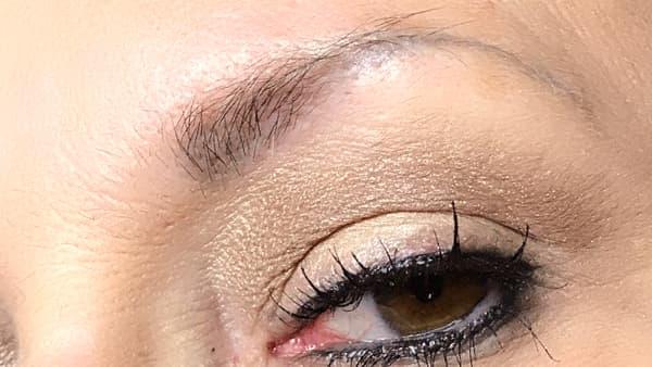 Image of eyebrows before applying eyebrow pencil