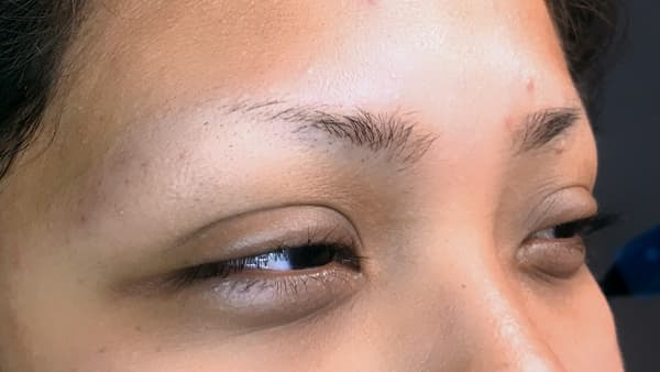 Image of girl's eyes before permanent eyebrows